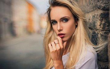 блондинка, портрет, взгляд, стена, макияж, прическа, в белом, красивая, боке, kenji's shotbook, iveta