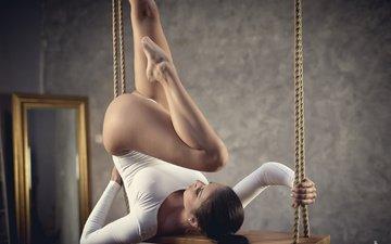 девушка, поза, брюнетка, модель, ножки, качели, гимнастика, roman prosek