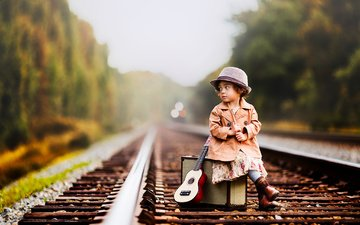 дорога, рельсы, гитара, девочка, ребенок, шляпа, чемодан, lilia alvarado