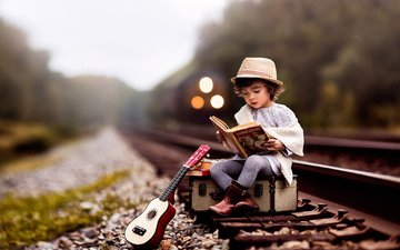 дорога, рельсы, гитара, поезд, ребенок, мальчик, книга, шляпа, чемодан, lilia alvarado