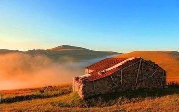 небо, холмы, пейзаж, туман, дом