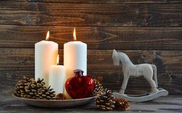свечи, новый год, игрушки, рождество, шишки, елочные игрушки, лошадка