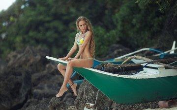 девушка, поза, блондинка, лодка, модель, ножки, бикини, босиком