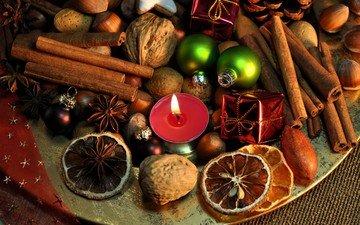 новый год, украшения, орехи, корица, свеча, рождество, елочные игрушки, пряности