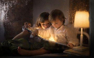 вечер, лампа, дети, девочка, мальчик, книга, чтение, iwona podlasinska, боке 1