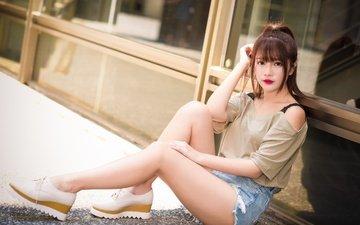 девушка, поза, лето, сидит, ножки, губы, лицо, азиатка, джинсовые шорты