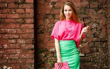 девушка, взгляд, юбка, волосы, красивая фигура, розовый пиджак