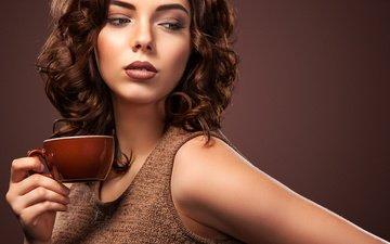 рука, девушка, взгляд, кофе, лицо, чашка, макияж, прическа, аромат, волнистые волосы, mike orlov