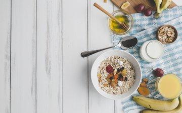 nuts, fruit, breakfast, honey, bananas, juice, yogurt, dried fruits, oatmeal