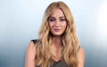 girl, background, blonde, portrait, look, hair, face, actress, makeup, sophie turner