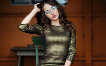 девушка, платье, взгляд, очки, модель, волосы, лицо, сидя