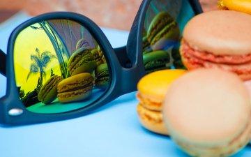 отражение, печенье, солнечные очки, макаруны
