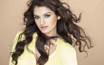 брюнетка, актриса, ожерелье, длинные волосы, розовая помада, тара алиша берри, tara alisha