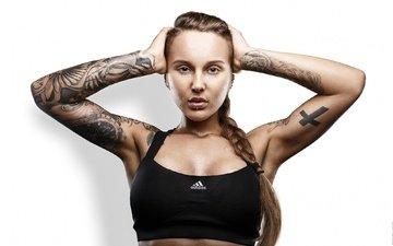 девушка, портрет, взгляд, модель, татуировки, лицо, белый фон, коса, ura pechen, руки на голове, аддидас