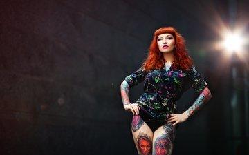 девушка, взгляд, татуировки, ножки, лицо, фигура, красные волосы