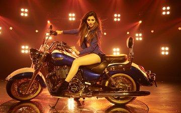 девушка, поза, ножки, актриса, мотоцикл, байк, длинные волосы, индийская, urvashi rautela, урваши раутела