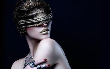 украшения, стиль, девушка, портрет, модель, черный фон, губы, лицо, макияж, маникюр, голые плечи