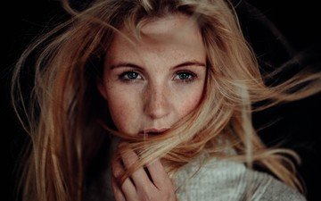 глаза, девушка, блондинка, портрет, модель, лицо, голубые глаза, веснушки, длинные волосы, волосы в лицо