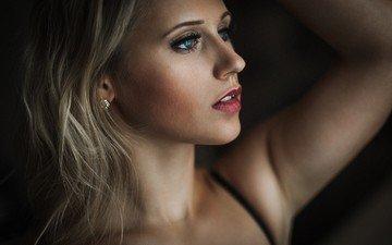 девушка, блондинка, портрет, взгляд, модель, профиль, губы, лицо, голубые глаза, длинные волосы