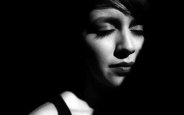 девушка, портрет, чёрно-белое, тень, модель, лицо, длинные волосы, закрытые глаза