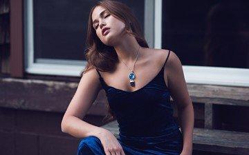 девушка, модель, ожерелье, длинные волосы, сидя, закрытые глаза, синее платье