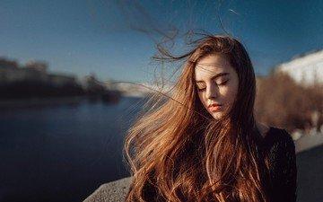 река, девушка, портрет, рыжая, модель, ветер, свитер, длинные волосы, закрытые глаза, георгий чернядьев, екатерина кузнецова