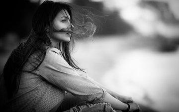 девушка, взгляд, чёрно-белое, модель, профиль, лицо, ветер, длинные волосы, сидя, рваные джинсы, per anders nilsson