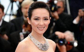 девушка, улыбка, портрет, брюнетка, взгляд, лицо, актриса, колье, голые плечи, чжан цзыи, ziyi zhang