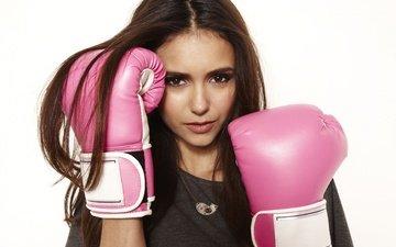 девушка, взгляд, волосы, лицо, актриса, белый фон, нина добрев, боксерские перчатки