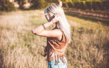 девушка, блондинка, поле, модель, джинсы, волосы