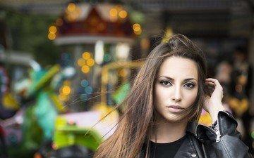 девушка, фон, брюнетка, взгляд, модель, волосы, лицо, куртка, карие глаза, carlotta