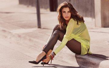 девушка, поза, взгляд, ножки, волосы, лицо, браслеты, знаменитость, высокие каблуки, алехандра алонсо
