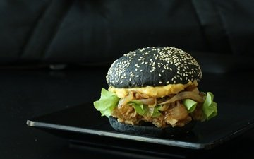 гамбургер, черный фон, булочка, бургер, кунжут