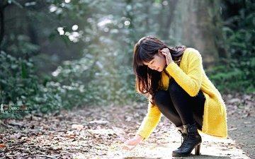 листья, девушка, взгляд, модель, ноги, лицо, каблуки, азиатка