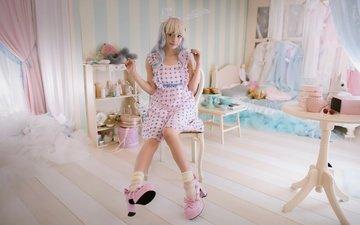 платье, блондинка, взгляд, кукла, комната, ноги, лицо, каблуки, азиатка, спальня