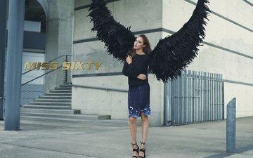 девушка, крылья, юбка, улица, модель, актриса, фигура, свитер, галь гадот, miss sixty