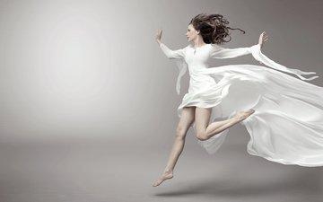 девушка, фон, взгляд, модель, профиль, ножки, волосы, лицо, белое платье, босиком