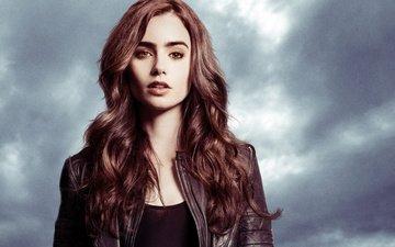 девушка, взгляд, лицо, актриса, длинные волосы, лили коллинз, кожаная куртка