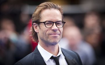 look, glasses, actor, face, musician, celebrity, guy pearce