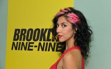 девушка, взгляд, волосы, лицо, актриса, сериал, комедия, стефани беатрис, brooklyn nine-nine