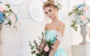 flowers, girl, dress, blonde, look, hair, bouquet, face, makeup, hairstyle, photoshoot, cute, vases, bare shoulders