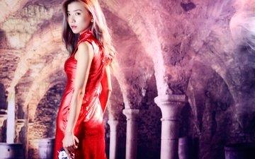 девушка, фон, платье, взгляд, волосы, фигура, азиатка, револьвер, красное платье