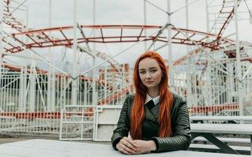 девушка, фон, взгляд, рыжая, волосы, лицо, кожаная куртка