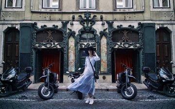 девушка, платье, город, взгляд, улица, лицо, ветер, шляпа, лиссабон