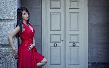 девушка, поза, взгляд, модель, волосы, лицо, макияж, двери, красное платье, miriam pagola, мириам пагола