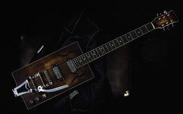 гитара, музыка, черный фон, электрогитара, кожаная куртка