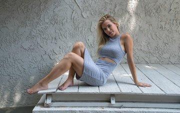 платье, поза, блондинка, взгляд, модель, ножки, лицо