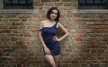 девушка, платье, взгляд, стена, модель, лицо, кирпичи, голые плечи