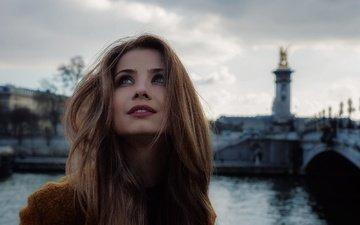 девушка, улыбка, город, взгляд, париж, волосы, лицо, макияж, губки, charles mudet