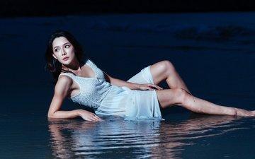 вечер, девушка, море, платье, поза, взгляд, модель, ножки, волосы, лицо, азиатка